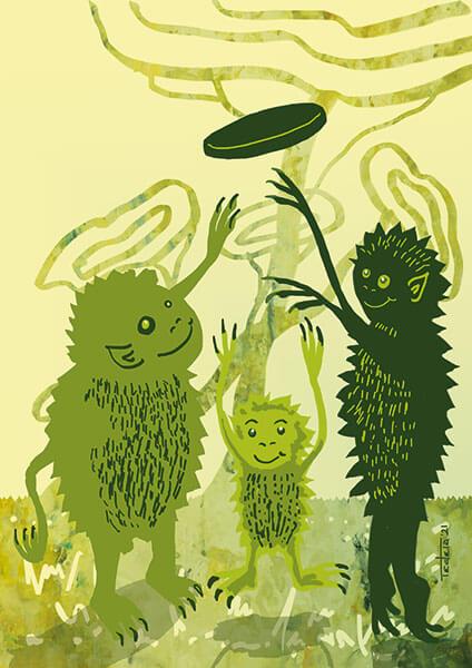 Es sind zwei grüne Monster mit ihrem Kind zu sehen, die Schweinchen in der Mitte mit einem Frisbee spielen. Die Monster sind in unterschiedlichen Grüntönen gehalten und stehen auf einer Wiese vor Bäumen.