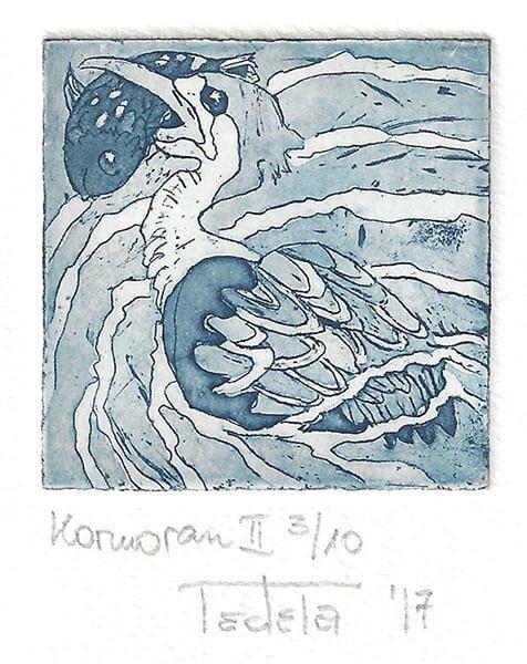 Die Radierung stellt einen Kormoran dar, der auf dem Wasser schwimmt und einen gerade gefangenen Fisch quer im Schnabel hält, statt ihn senkrecht herunter zu schlucken. Der Fisch scheint etwas zu groß für den Schnabel zu sein. Die Radierung ist in Paynesblau ausgeführt.