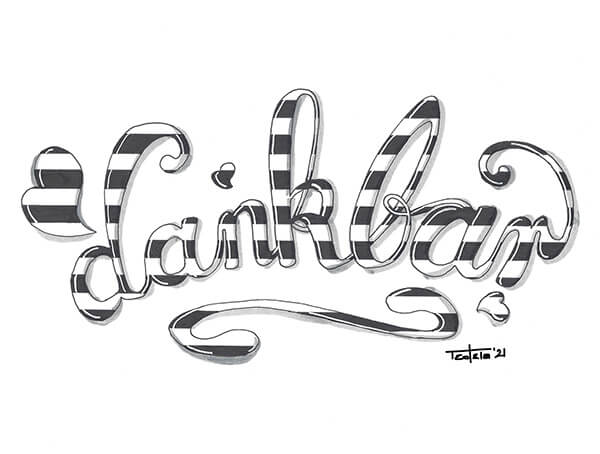 """Der Schriftzug """"dankbar"""" mit verschnörkelten Kleinbuchstaben in einem flachen Bogen geschrieben und mit Herzchen und einem Schnörkel umrundet. Die Elemente sind mit parallelen schwarz-weißen Querbalken durchzogen. Die Buchstaben haben nach rechts einen grauen Schatten und links erzeugt ein heller Lichtstreifen in jedem Element die Illusion von Glanz."""